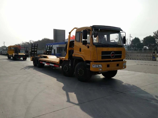 38 Tons Flatbed Truck or Flat Bed Truck for Transport of Excavators Dozer Loaders