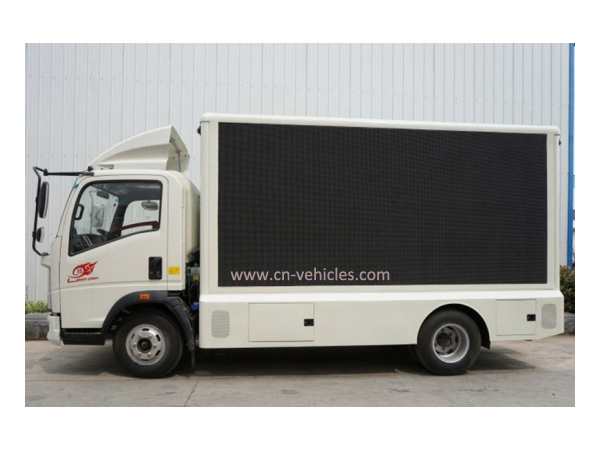 HOWO Digital Advertising Truck with LED Display Screen for Sales