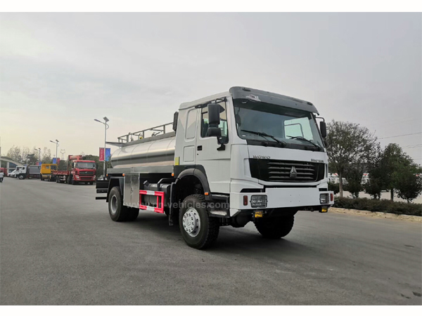 Sinotruck howo 290hp 6 Cbm 6000 Liters 304-2B Food trade Stainless Steel Milk Tanker Truck With Alarm Level Gauge