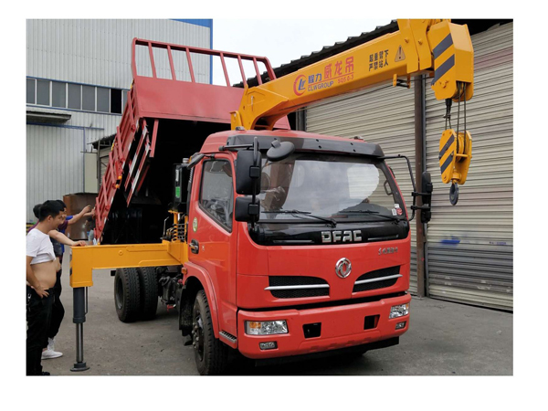 Dongfeng DFAC Brand 3 Tons Crane Truck for Sales