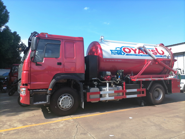 Sinotruck HOWO 2020 New Model 6 Tyre 10000 Liters Vacuum Sewage Suction Septic Tanker Truck With Self Dumping System